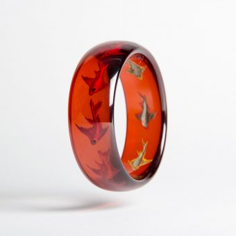 Cherry Juice Reverse Carved Coy Fish Bangle